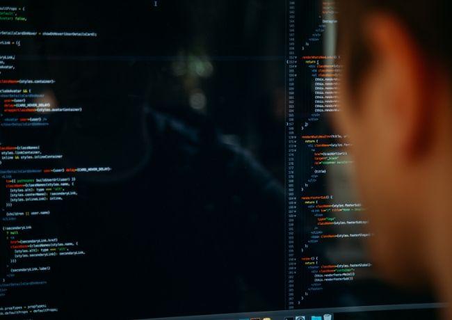 Linguagens de programação para desenvolvedores que codificam no computador