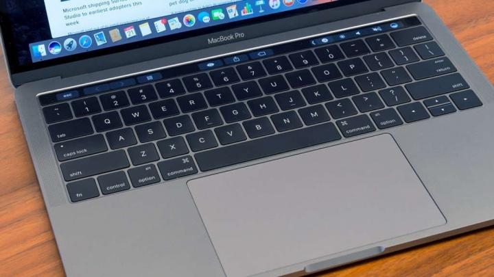 Apple confirma problema de desligar aleatório no MacBook Pro de 13 polegadas 1