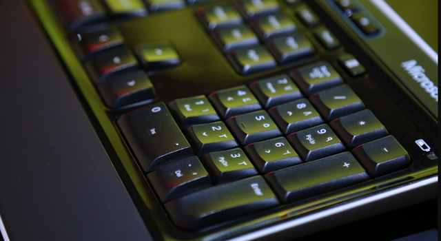 Mostramos as etapas a seguir para limpar o teclado do computador 4