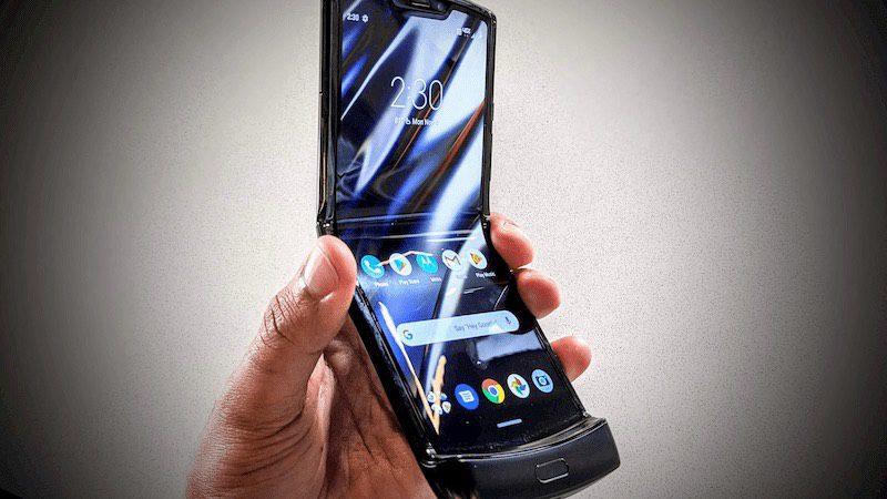 Motorola Razr fica danificado após ser dobrado 27.000 vezes [vídeo]