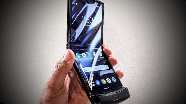 Motorola Razr fica danificado após ser dobrado 27.000 vezes 1